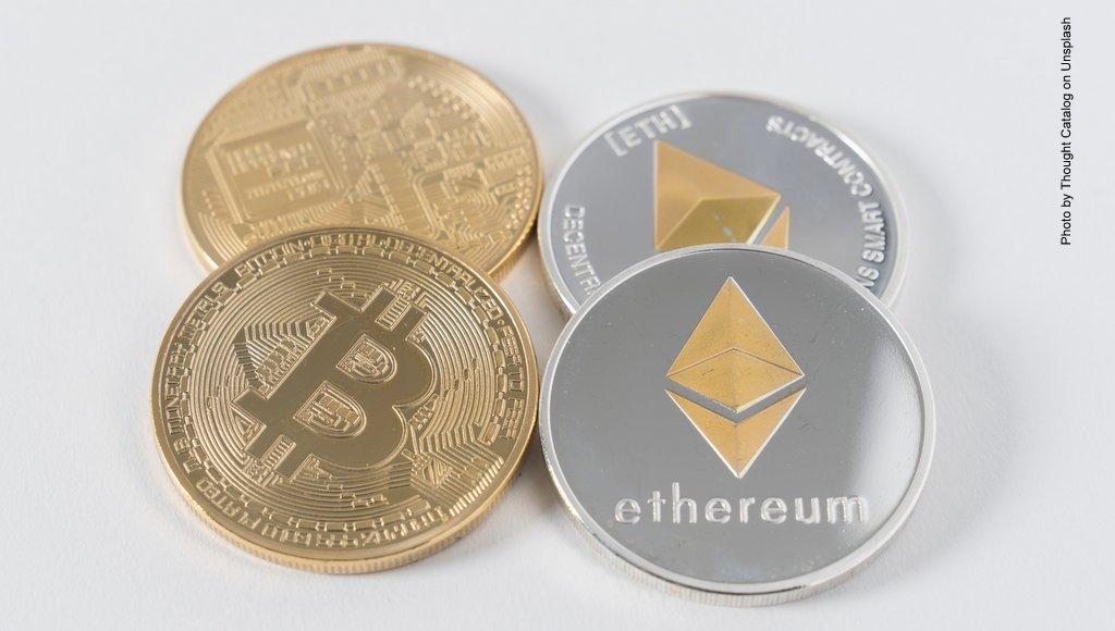 Bitcoin und Ethereum Münzen